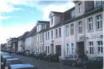 Gutenbergstr.Strassenfront.Scannen Okt 29, 2001-2